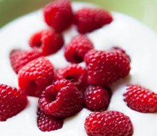 snack-on-the-low-greek-yogurt-raspberries-newsletter