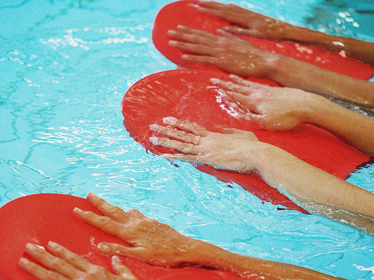 Water Therapy for MS: Why It's Worth Taking a Dip
