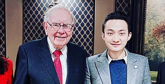 Warren Buffett and Justin Sun at their $4.6 million lunch in January, 2020