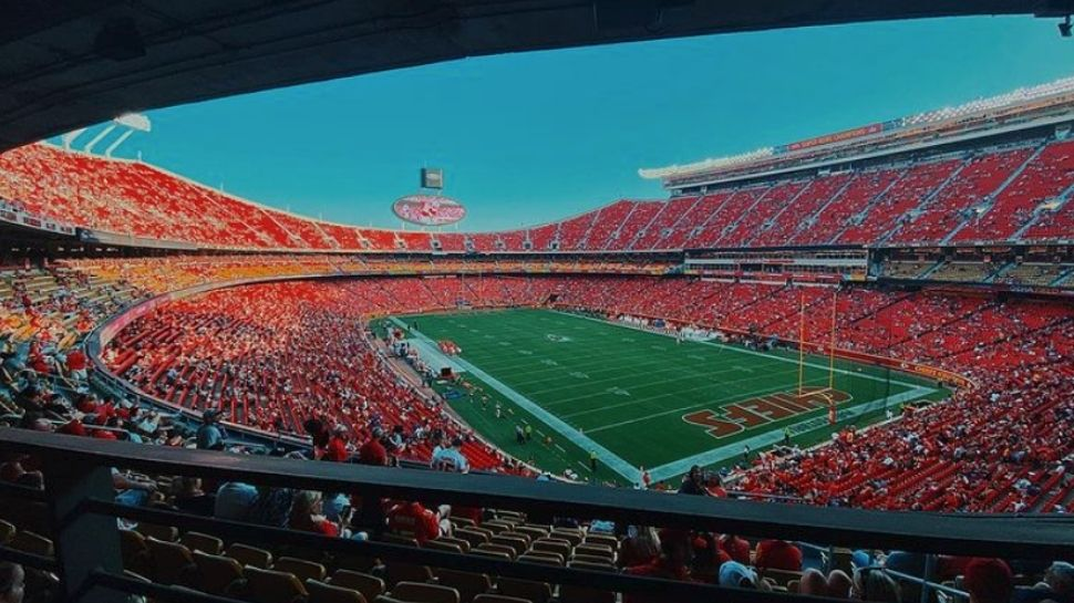 Picture of inside Arrowhead Stadium with a crowd.